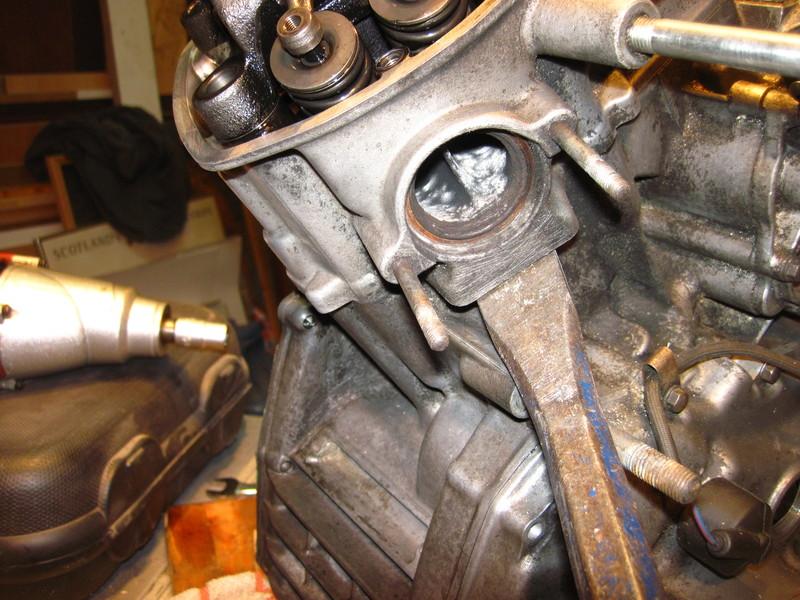 Motor verliert Öl Motordzylinderkopfrec97iv8