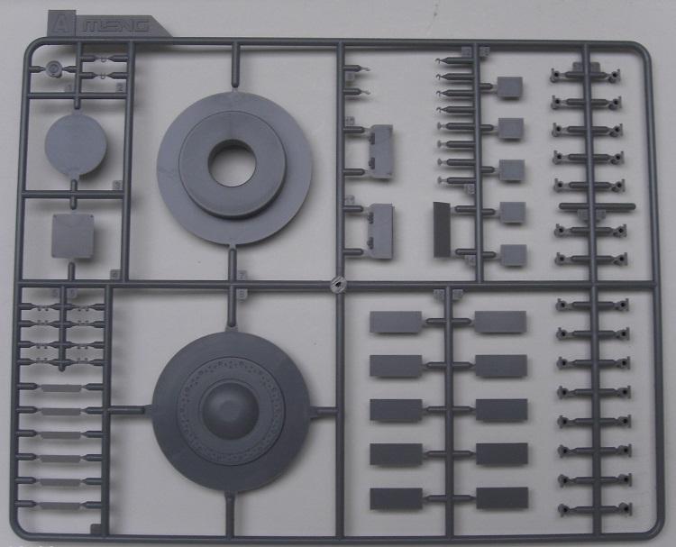 Minenräumer VsKfz 617 in 1:35 von Meng Pict3909ekrud