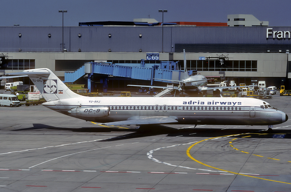 DC-9 in FRA - Page 3 Yu-ahj_25-07-90iecey
