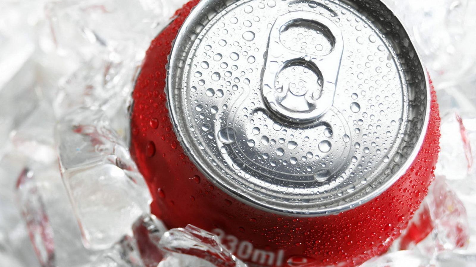 كيف تُبرّد أي مشروب في أقل من دقيقتين 2-%D8%AA%D9%8F%D8%A8%D8%B1%D9%91%D8%AF-%D8%A3%D9%8A-%D9%85%D8%B4%D8%B1%D9%88%D8%A8