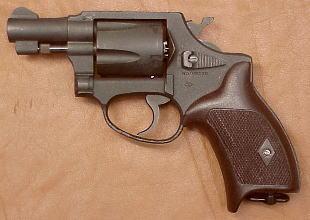 Armes de la police japonaise… Nambu_M60_1