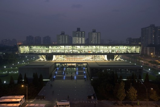 The University of Solar System Studies - Page 29 New_national_library_beijing_night-528x352