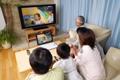 Ces moments gênants en famille lors de soudaines scènes hot. Japanese-family-tv