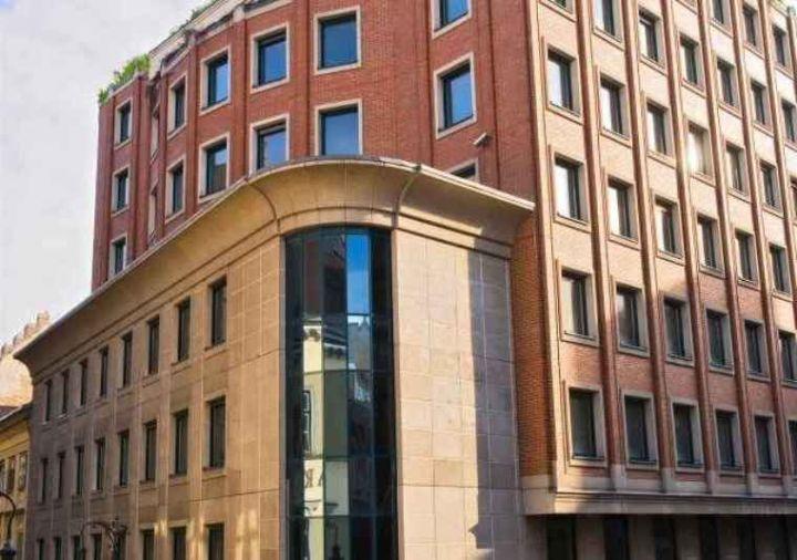 A Zsasz vállalat központi épülete Main