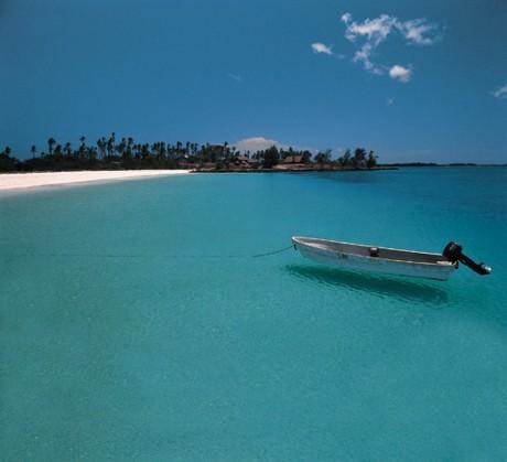 RTP - Radio Televisão Portuguesa Beaches-mozambique-matemo-boat-w-rani-resorts-b1