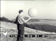 (1952) Lac Chauvet, France, Puy-de-Dôme - Page 3 Pathe1952-still5