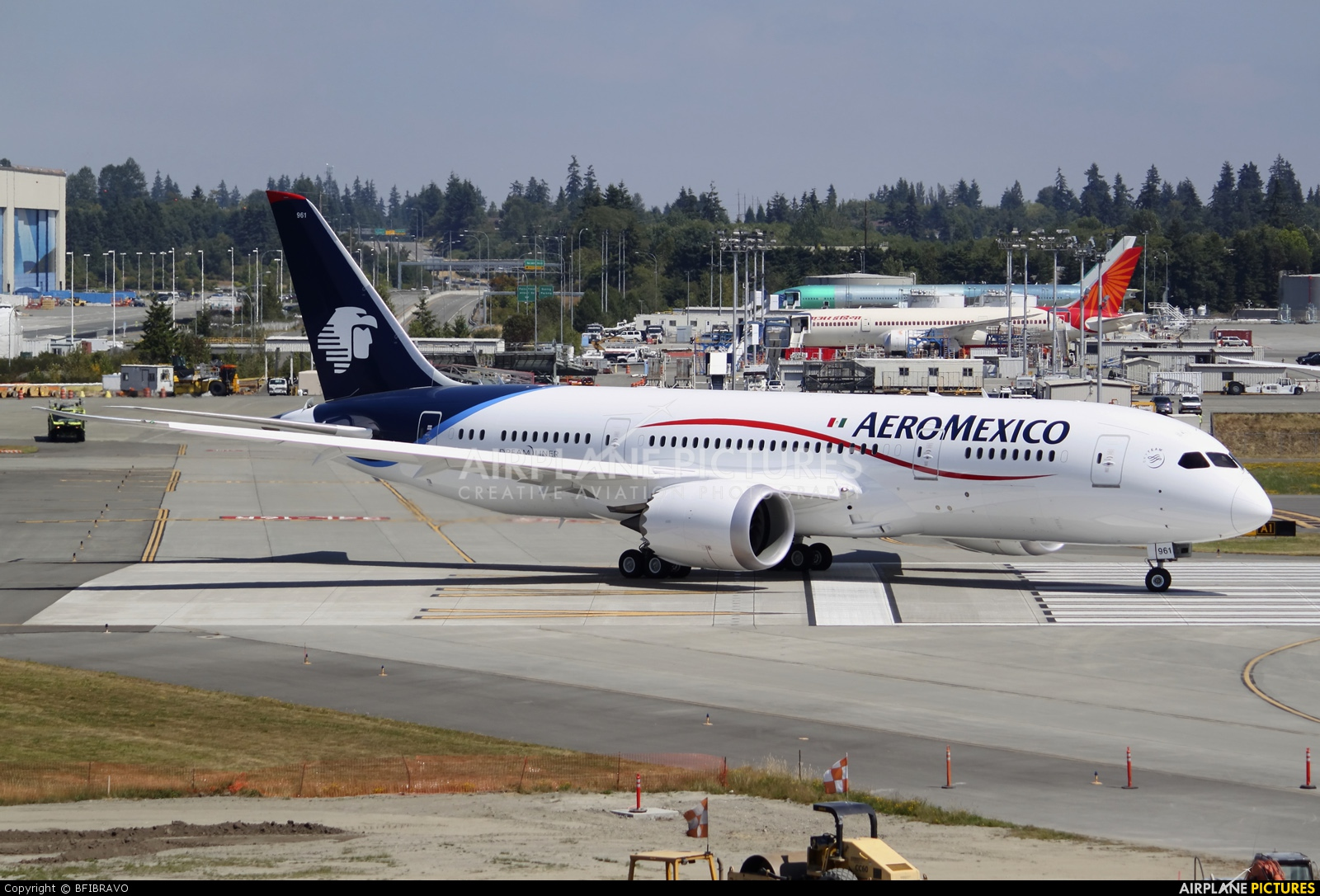 Boeing 787-8 de Aeroméxico Aeromexico-dreamliner-arrives