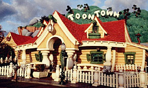 Toontown (Disneyland Park/ Magic Kingdom) MickeysHseAttrLowBand