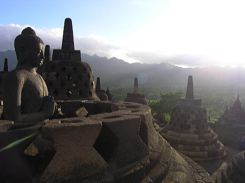 Citations d'ici et d'ailleurs: Portée des paroles, portée des actes... Buddha-sun