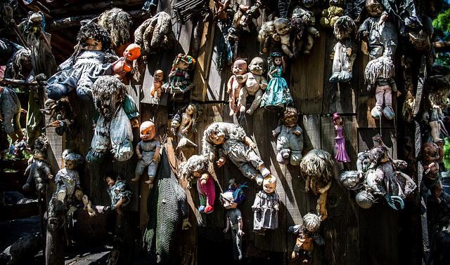 [Off Topic] Casita del terror de ITR Island-of-dolls1