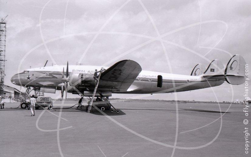 Anciens avions de la RAM - Page 3 3011-dakar-airport-1960