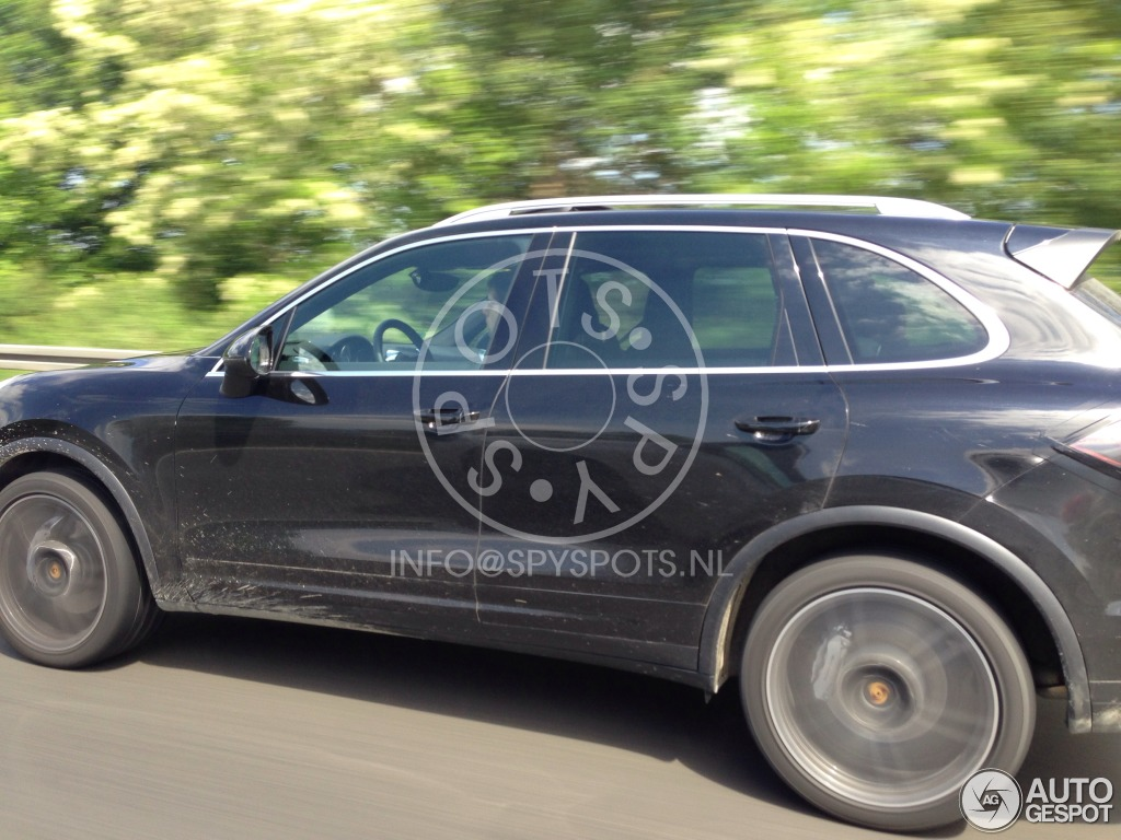 2014 - [Porsche] Cayenne Restylé [958] Porsche-cayenne-turbo-2015-mule-c921005052014164816_10