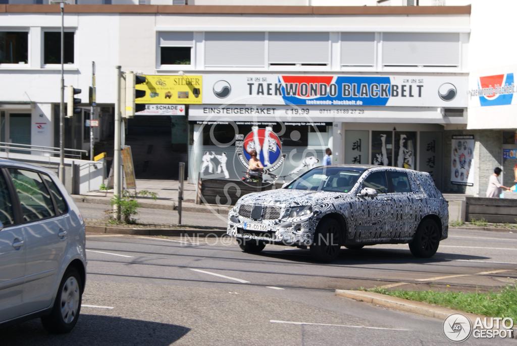 2015 - [Mercedes] GLC (GLK II) [X205] - Page 6 Mercedes-benz-glk-x205-2015-c635109092014163959_3