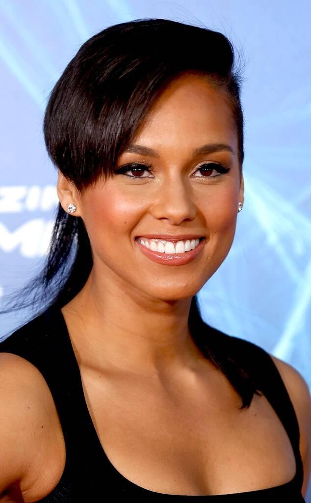¿Cuánto mide Alicia Keys? - Altura - Real height Rs_634x1024-140507090137-634.Alicia-Keys-Givenchy-Contract.jl.050714
