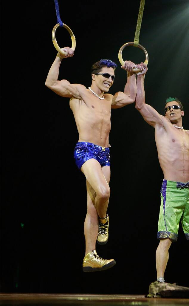Regreso al Aokigahara Rs_634x1024-180318141836-634.Yann-Arnaud-cirque.ct.031818