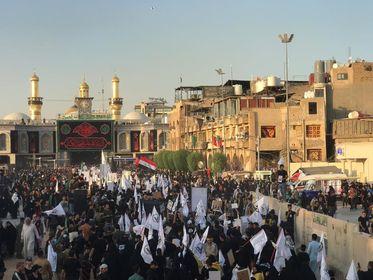 """انطلاق مسيرة """"قادة النصر"""" بمشاركة عشرات الاف الزوار في كربلاء المقدسة 44-2"""