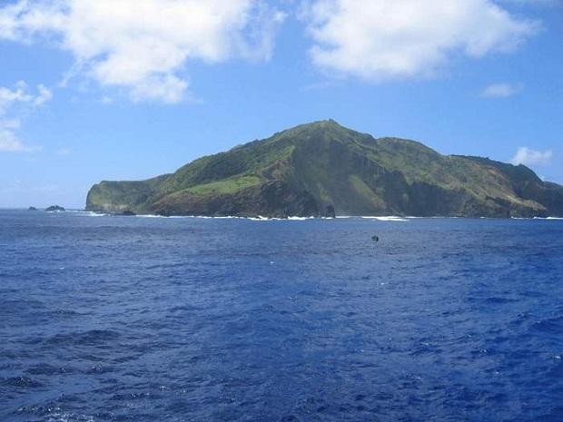 جزيرة القيامة .. الأكثر غرابة وعزلة في العالم Easter-Island-1