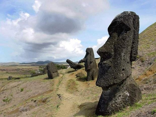 جزيرة القيامة .. الأكثر غرابة وعزلة في العالم Easter-Island-10