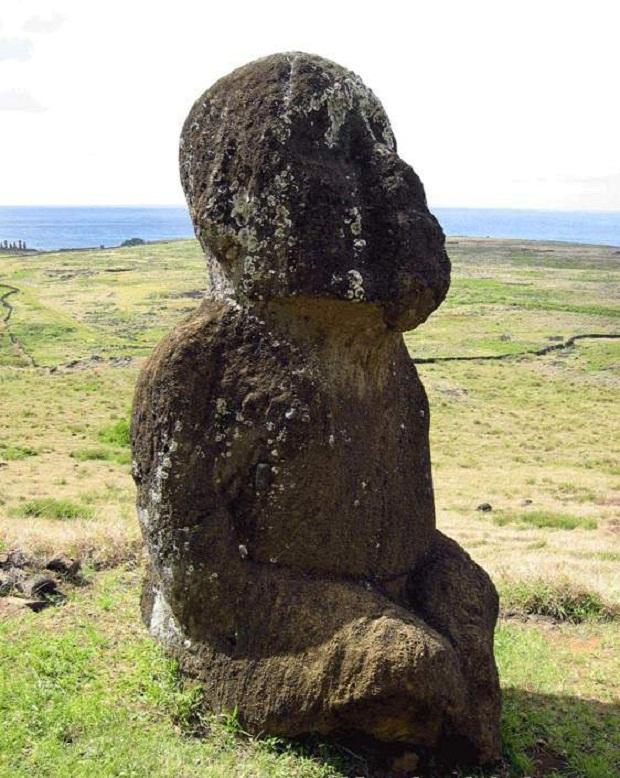 جزيرة القيامة .. الأكثر غرابة وعزلة في العالم Easter-Island-11