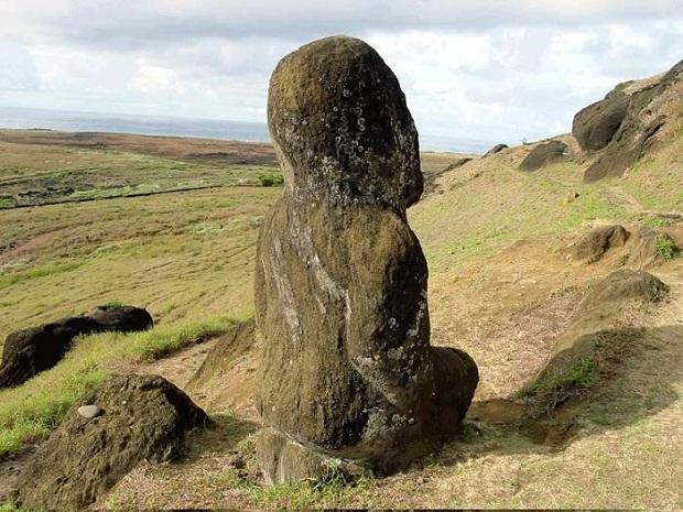 جزيرة القيامة .. الأكثر غرابة وعزلة في العالم Easter-Island-12