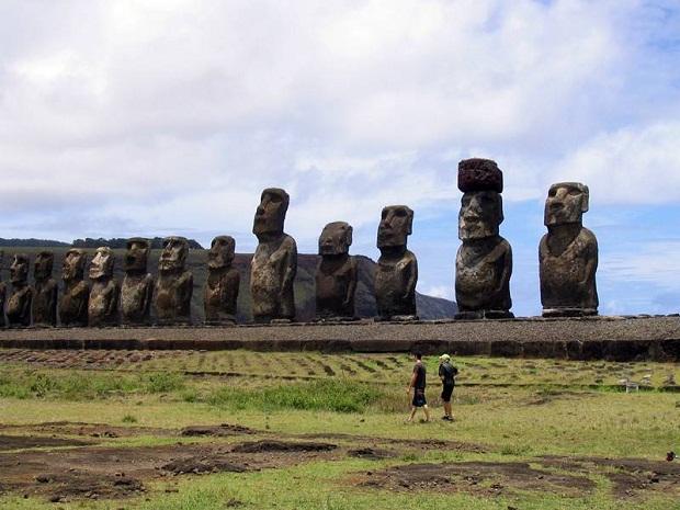 جزيرة القيامة .. الأكثر غرابة وعزلة في العالم Easter-Island-14