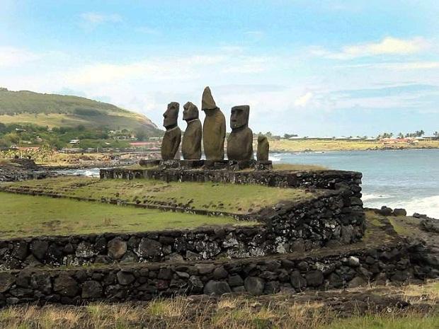 جزيرة القيامة .. الأكثر غرابة وعزلة في العالم Easter-Island-3