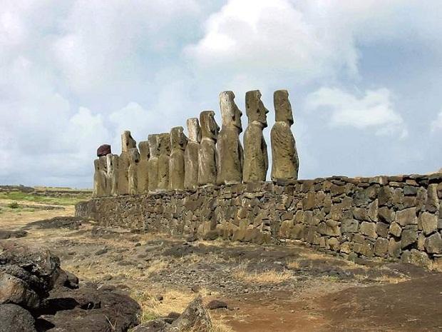 جزيرة القيامة .. الأكثر غرابة وعزلة في العالم Easter-Island-4