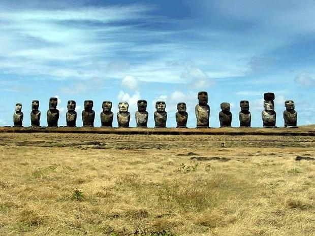 جزيرة القيامة .. الأكثر غرابة وعزلة في العالم Easter-Island-5