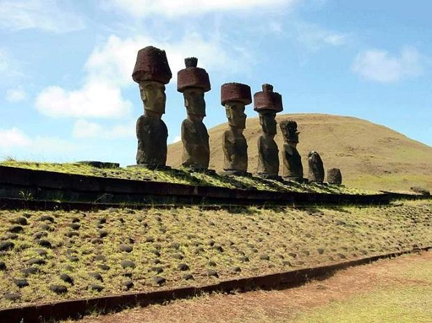 جزيرة القيامة .. الأكثر غرابة وعزلة في العالم Easter-Island-7