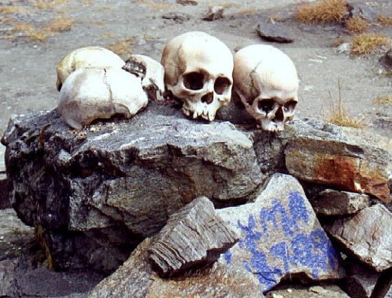 اكتشاف سر بحيرة الهياكل العظمية البشرية الغامضة!!!!!! Skeleton-Lake-1