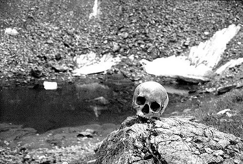 اكتشاف سر بحيرة الهياكل العظمية البشرية الغامضة!!!!!! Skeleton-Lake-2
