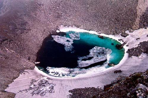 اكتشاف سر بحيرة الهياكل العظمية البشرية الغامضة!!!!!! Skeleton-Lake-3