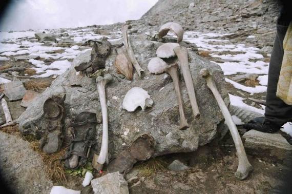 اكتشاف سر بحيرة الهياكل العظمية البشرية الغامضة!!!!!! The-skeleton-lake-of-roopkund-1