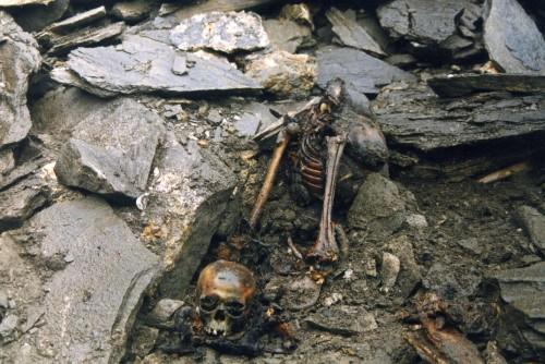 اكتشاف سر بحيرة الهياكل العظمية البشرية الغامضة!!!!!! The-skeleton-lake-of-roopkund-3