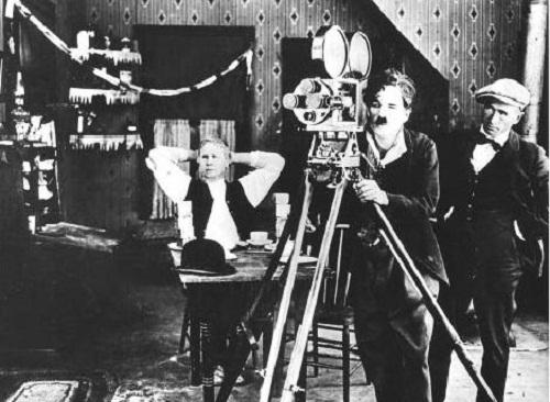 من مخترع آلة التصوير السينمائية ؟  Camera-film-2