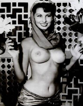Actrices en bikini Sofia-loren-topless