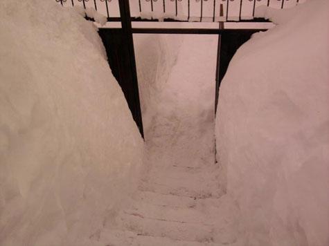 Tunel për të hyrë në Gjykatën e Tropojës (FOTO LAJM) 11037