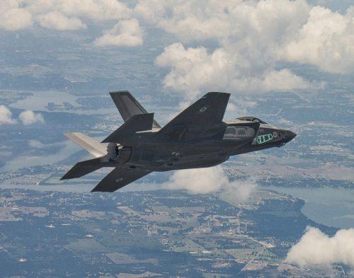 إسرائيل تتسلم أولى مقاتلات «إف 35» الأميركية في ديسمبر - صفحة 4 F-35I-500x393