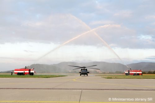 سلوفاكيا تتسلم اول مروحيتين UH-60 Black Hawk من الولايات المتحده  40054_obr11-500x333