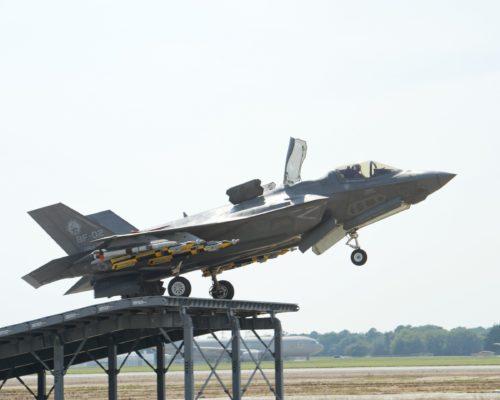 «الطائرة الشبحية F35» آخر ما وصل إليه الطيران الحربي F-35B-ski-500x400