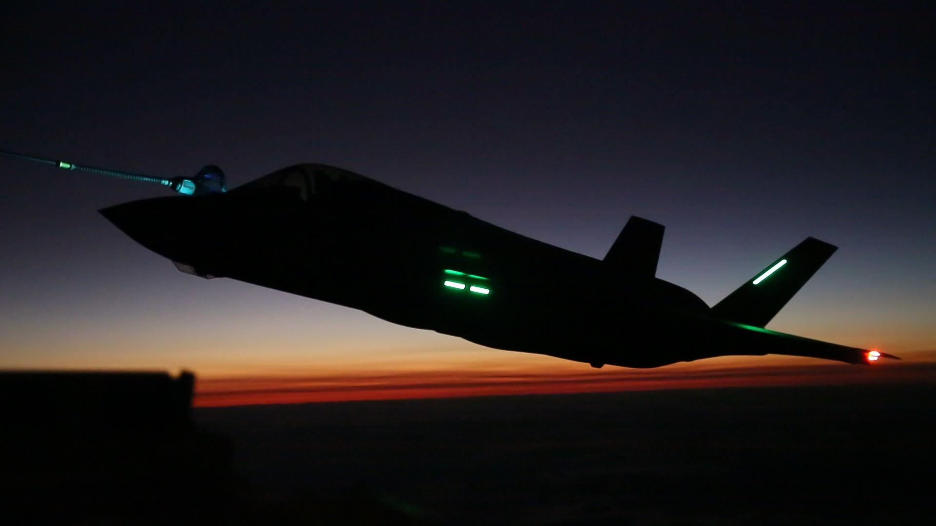 «الطائرة الشبحية F35» آخر ما وصل إليه الطيران الحربي 171026-M-OQ666-0341