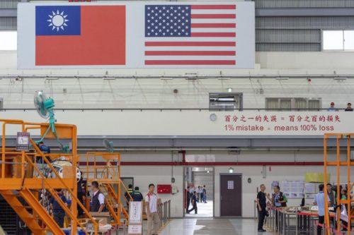 تايوان تستلم اول مقاتله F-16 مطوره للمعيار Viper  69507459_10156048329606065_4348445187932946432_o-500x333