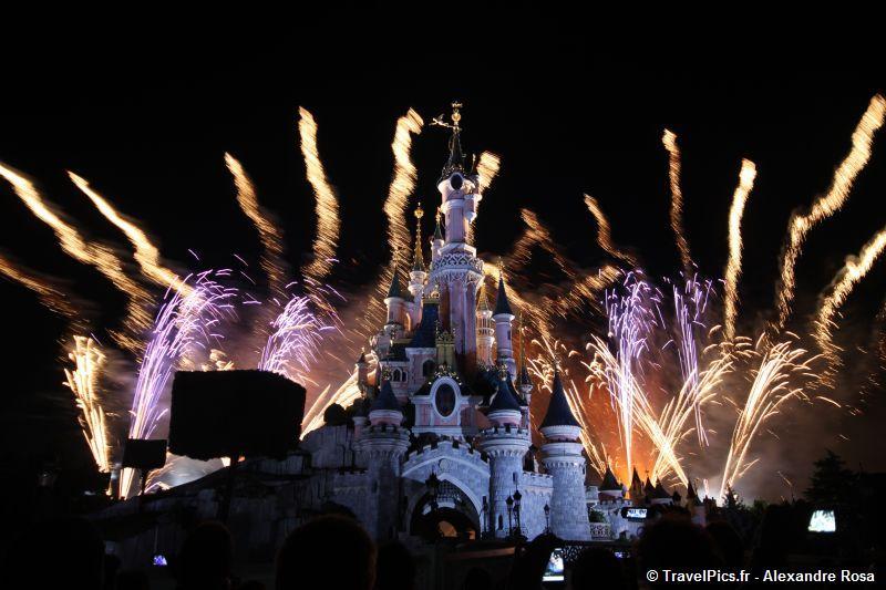Feu d'artifice du 14 juillet (édition 2016 page 8) - Page 5 14_juillet_Disneyland_Chateau43