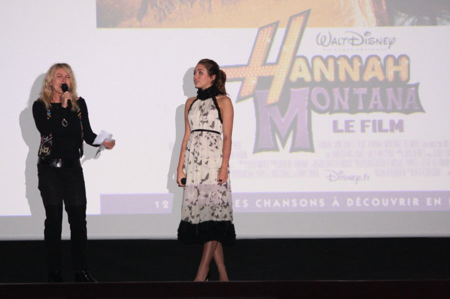 [Walt Disney Pictures] Hannah Montana : Le Film - Page 3 Hannah_Montana_Premiere_Paris30