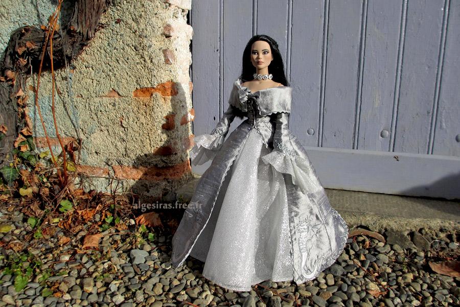 Célebrer le nouvel an comme une princesse -Tonner Mei Li p32 - Page 32 Meili2020_01