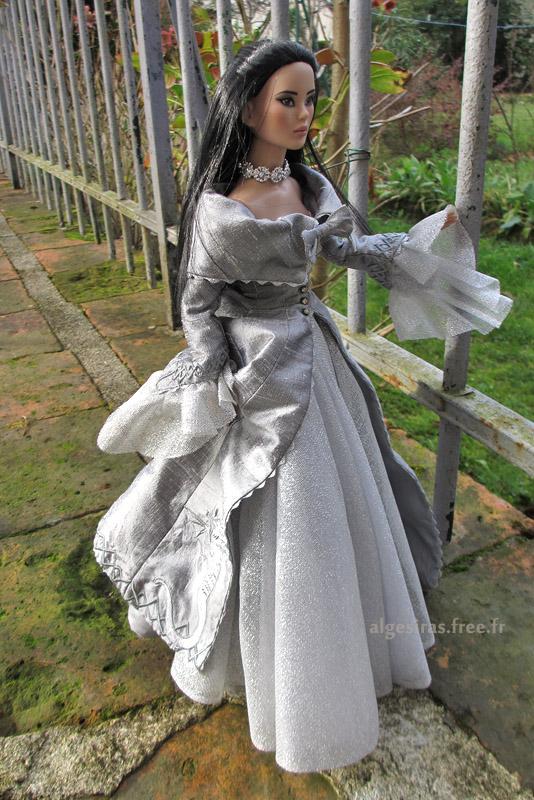 Célebrer le nouvel an comme une princesse -Tonner Mei Li p32 - Page 32 Meili2020_04