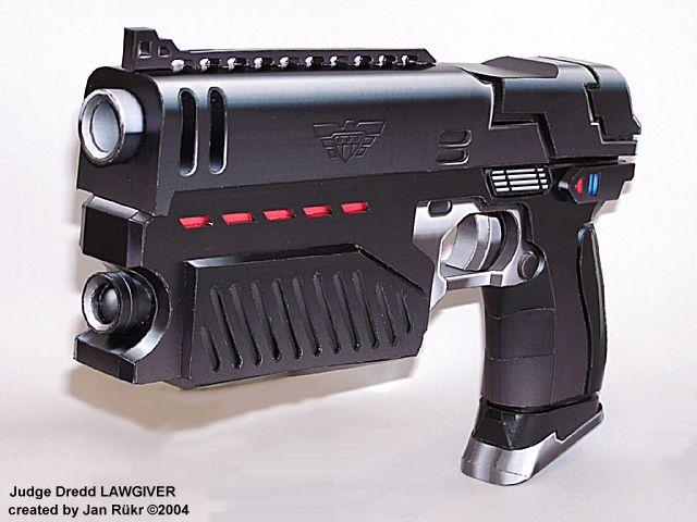 L'arme d'épaule la plus polyvalente... - Page 7 Lawgivermodel01