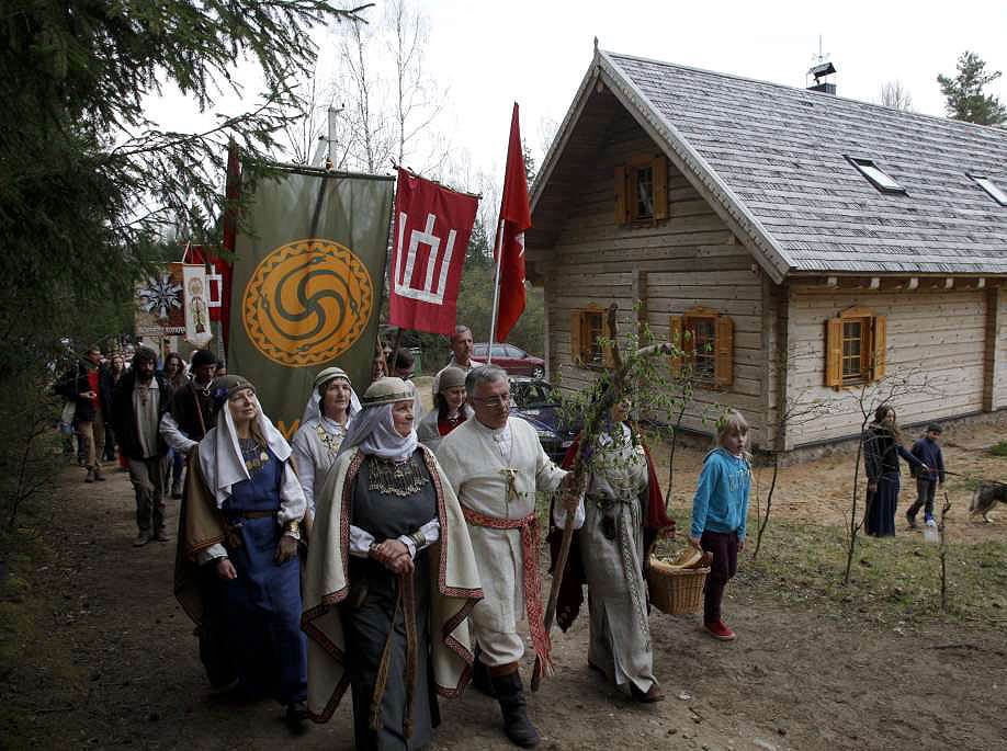 Caucasians Around The Ancient World   Eisena-pro-Etnotroba_jore-2015-v.daraskeviciaus-nuotr