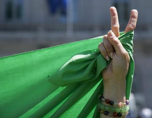 Mobilisons nous contre les bombardements de la Libye - Page 2 Libya-peace-500x388