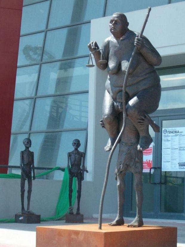Скульптуры, памятники и монументы - Страница 4 Neobyichnyie-pamyatniki-mira-2